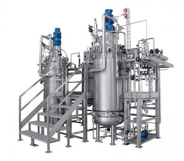 Production fermentors and bioreactors
